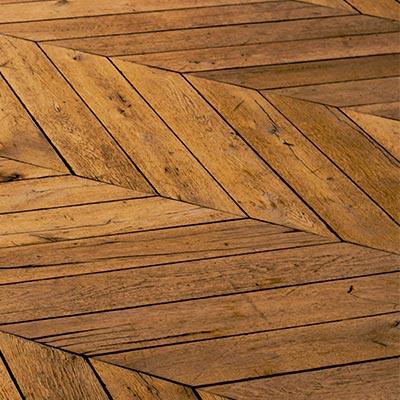 Voor hoogpolig tapijt is een steelstofzuiger met parket borstel zuigmond aangeraden