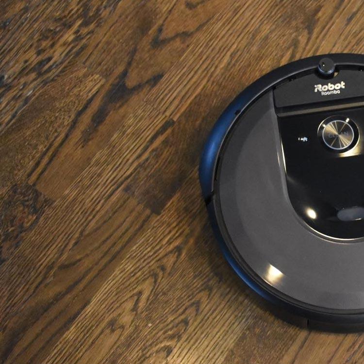 Voor donkere vloeren heb moet de robotstofzuiger op donkere vloeren werken