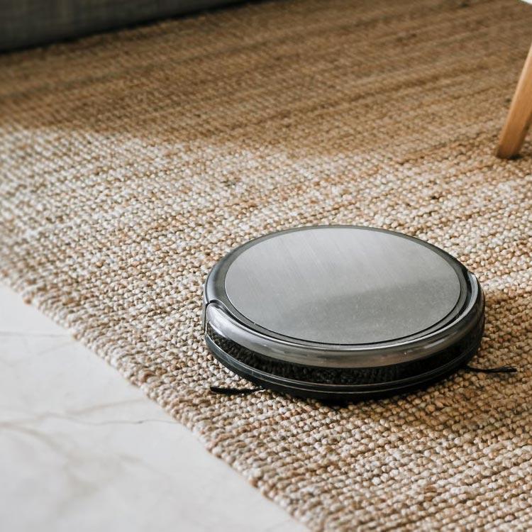 Robotstofzuiger kiezen die werkt op tapijten, zowel laag als hoogpolig